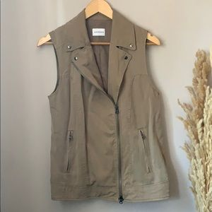Club Monaco Vest Size Small-Medium.